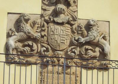 Escudo fachada principal